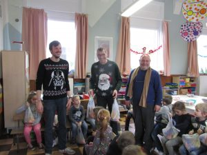 Remise des colis de Noel dans les écoles IMG 5131