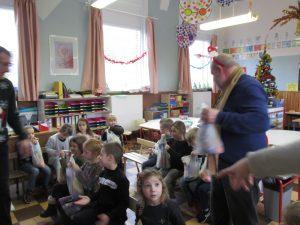 Remise des colis de Noel dans les écoles IMG 5132