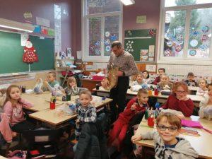 Remise des colis de Noel dans les écoles image000007